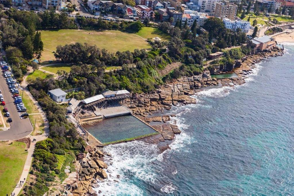 If you're after an outdoor pool right beside the ocean, Wylie's Baths just south of #Coogee Beach should be on your radar. There's even a massage therapy centre for those who are aching for that extra level of bliss. #ilovesydney   IG/wongymark1pic.twitter.com/N6iYyyVCGu