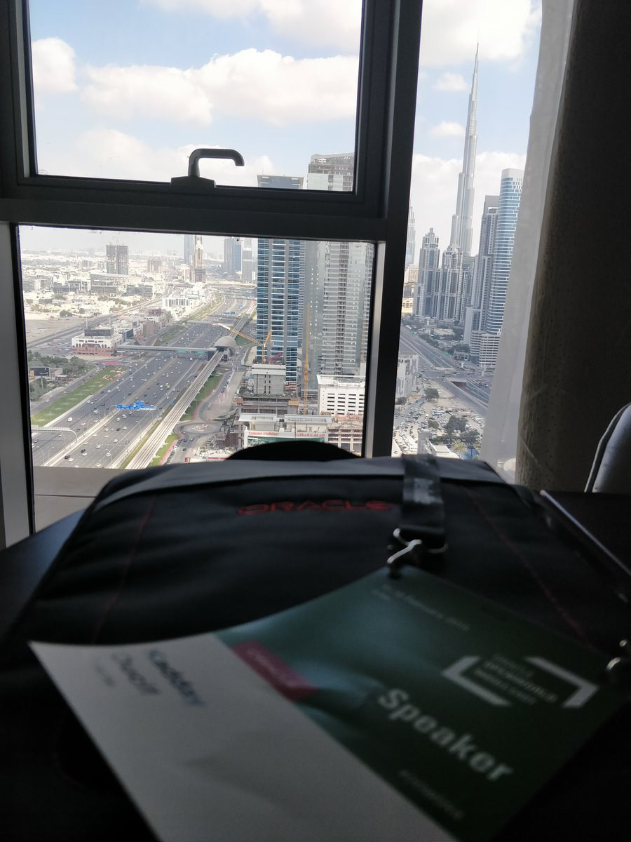It has been a couple of intensive but amazing days at #OOWDXB. Time to fly back to the cold. For those of you who&#39;ve got the ability to get to Singapore - be sure not to miss #OOWSIN<br>http://pic.twitter.com/a4wPWWsJv6