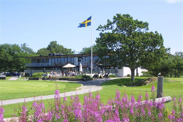 Ljunghusens Golf Club 🇸🇪 One of the oldest clubs in Sweden is leading the way in #sustainablegolf ⛳️ By #managingwaste they have made a BIG reduction in the number of collections and saved money! ♻️ 🗑️   More here: http://bit.ly/savemoneyonwaste …  #getoncourse