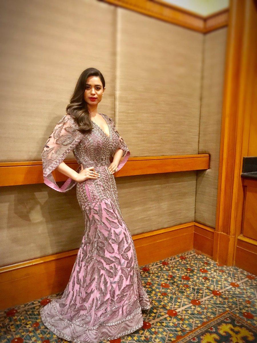 #FilmfareGlamourAndStyleAwards @filmfare  Wearing: #NikhitaTandon ; Earrings: @hm ; : @SteveMadden<br>http://pic.twitter.com/1xT2nniuFS