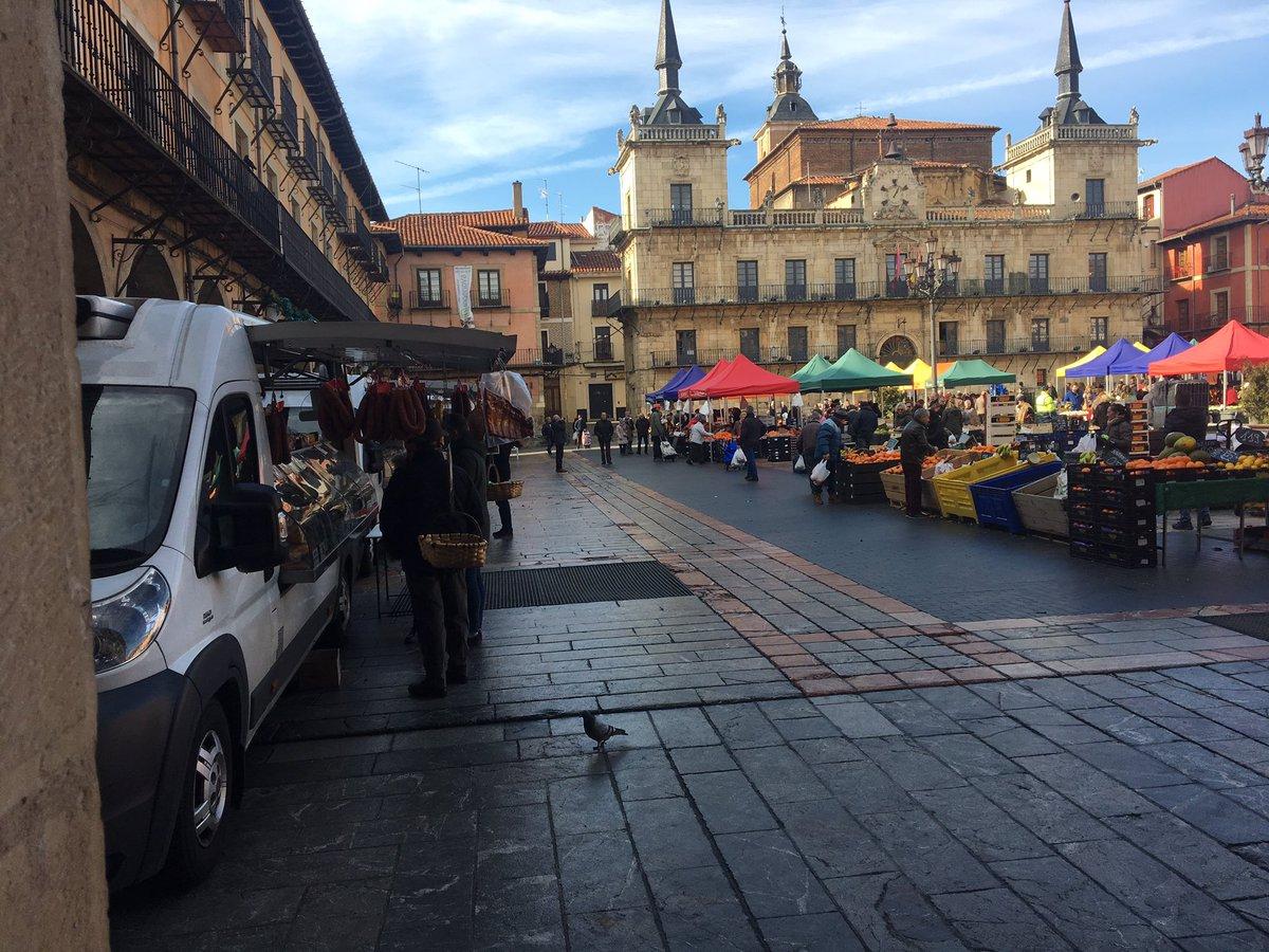 🥬🥒🍅🥕🥦🍉 #MercadoLeón tradicional de productos agrarios  También embutidos, quesos y bacalao  📍Plaza Mayor #LeónEspaña    📆Miércoles y sábados  🕘🕑9 a 14 horas(cuando son días festivos,se celebra el día anterior)    Ver más #MercadoLeón en el 🔗 📲 http://ow.ly/7psg30nBbkL