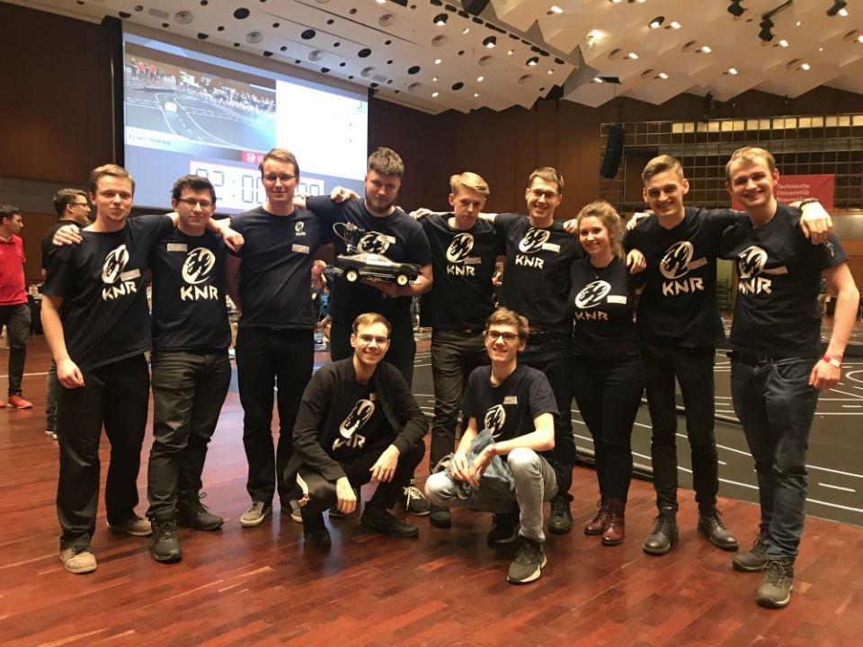 Sukces Koła Naukowego Robotyków z @WydzialMEiL na zawodach w Niemczech. Nasi #studenci zaprezentowali tam już czwartą wersję swojego autonomicznego pojazdu Selfie ➡️ http://bit.ly/KNR_Selfie_19 @NAUKA_GOV_PL @naukawpolsce