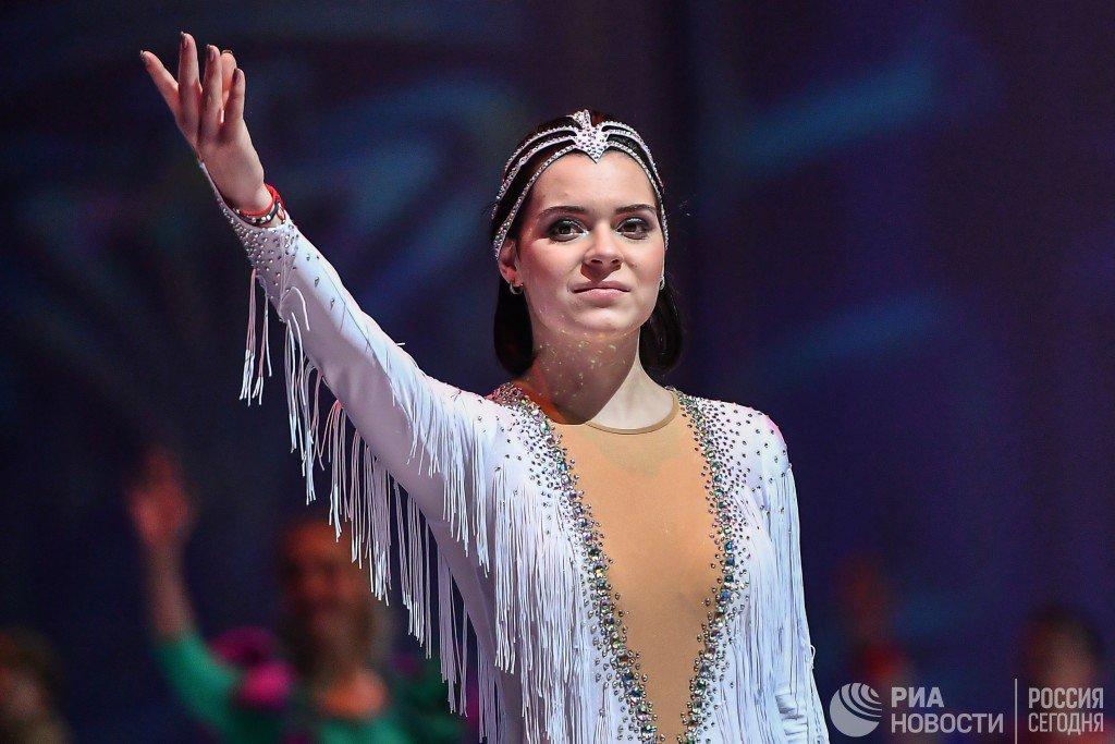 Аделина Сотникова - 3 - Страница 4 DzRt0PfWoAApPNR