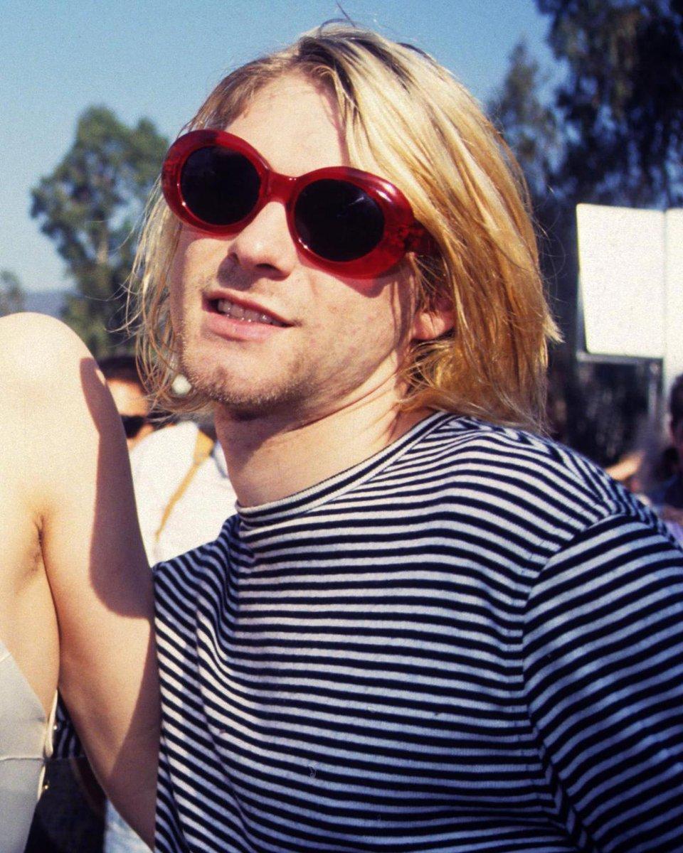 1da70f00e4 10 current fashion trends that Kurt Cobain did first  http   bit.ly 2N5qUEG  pic.twitter.com tstJ8RZrO1