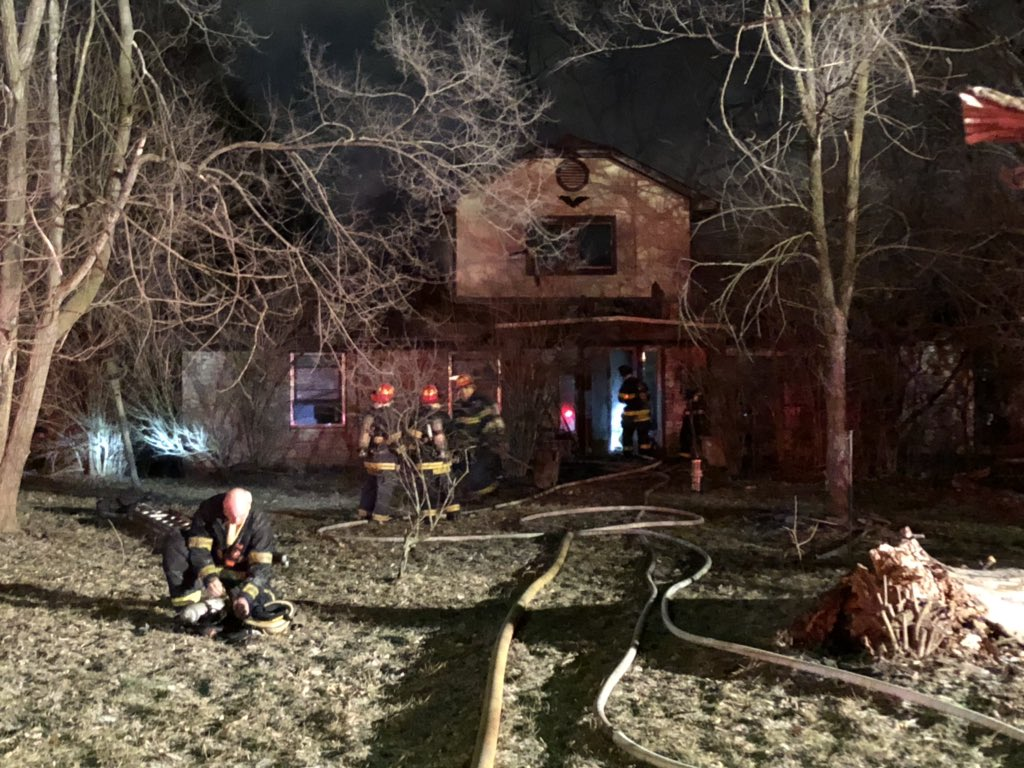 NEWHART ST HOUSE FIRE UPDATE: IFD tells me no one was home when the fire broke out in the attic &amp; 2nd floor of this home. No one was injured, fire is under investigation. #NewsTracker #Daybreak8 <br>http://pic.twitter.com/QSEHrI1Xfu
