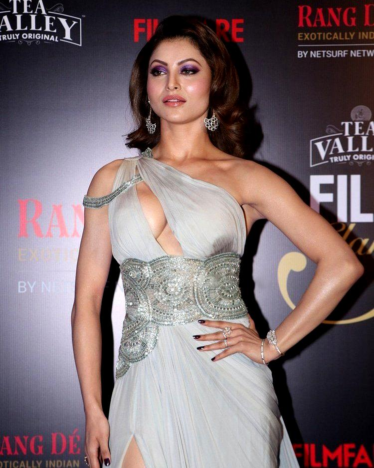 .@UrvashiRautela Leaves A Sparkle Wherever She Goes  Glamorous #UrvashiRautela At #FilmfareGlamourAndStyleAwards 2019  @UrvashiRautela #Fashionista #Womenfashion #Bollywood #BollywoodNews   MORE HDx Pictures AT :  https:// actressaffection.blogspot.com/2019/02/filmfa re-glamour-and-style-awards.html &nbsp; … <br>http://pic.twitter.com/reaQ3VulZX
