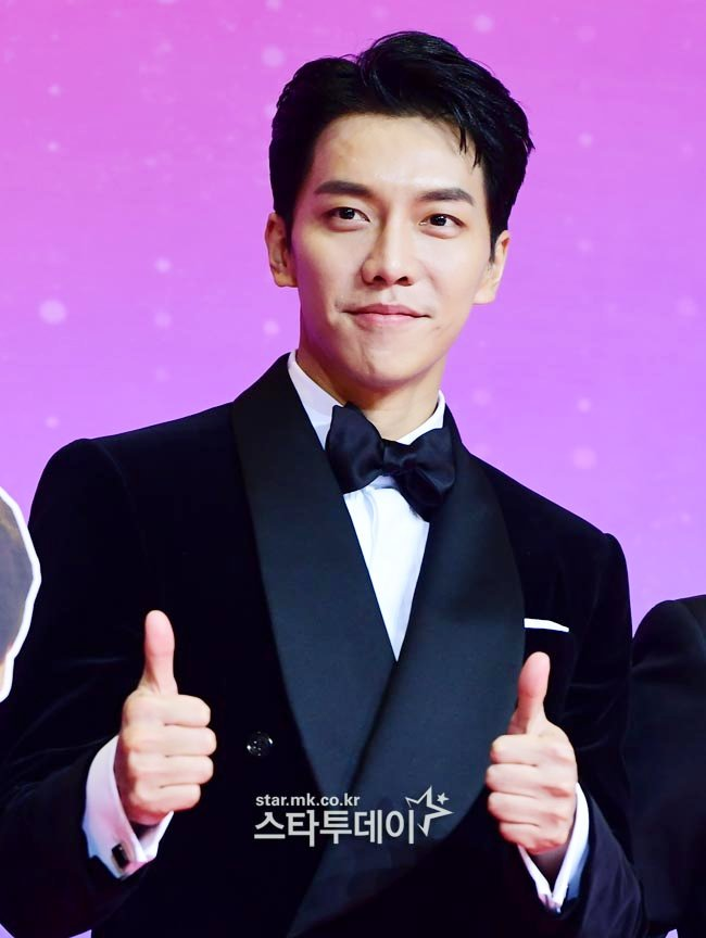 I need your help mutuals! Not TWICE related but this guy is a fan of TWICE too! Kindly help us to spread this survey! 😍  Thank you so much! 😍   SURVEY: LEE SEUNG GI FANMEETING IN MANILA 2019  Details: https://www.facebook.com/112060485516612/posts/2034535029935805/ … …  Link for the survey: https://goo.gl/forms/ph5PTf2dwikendRu1 … …