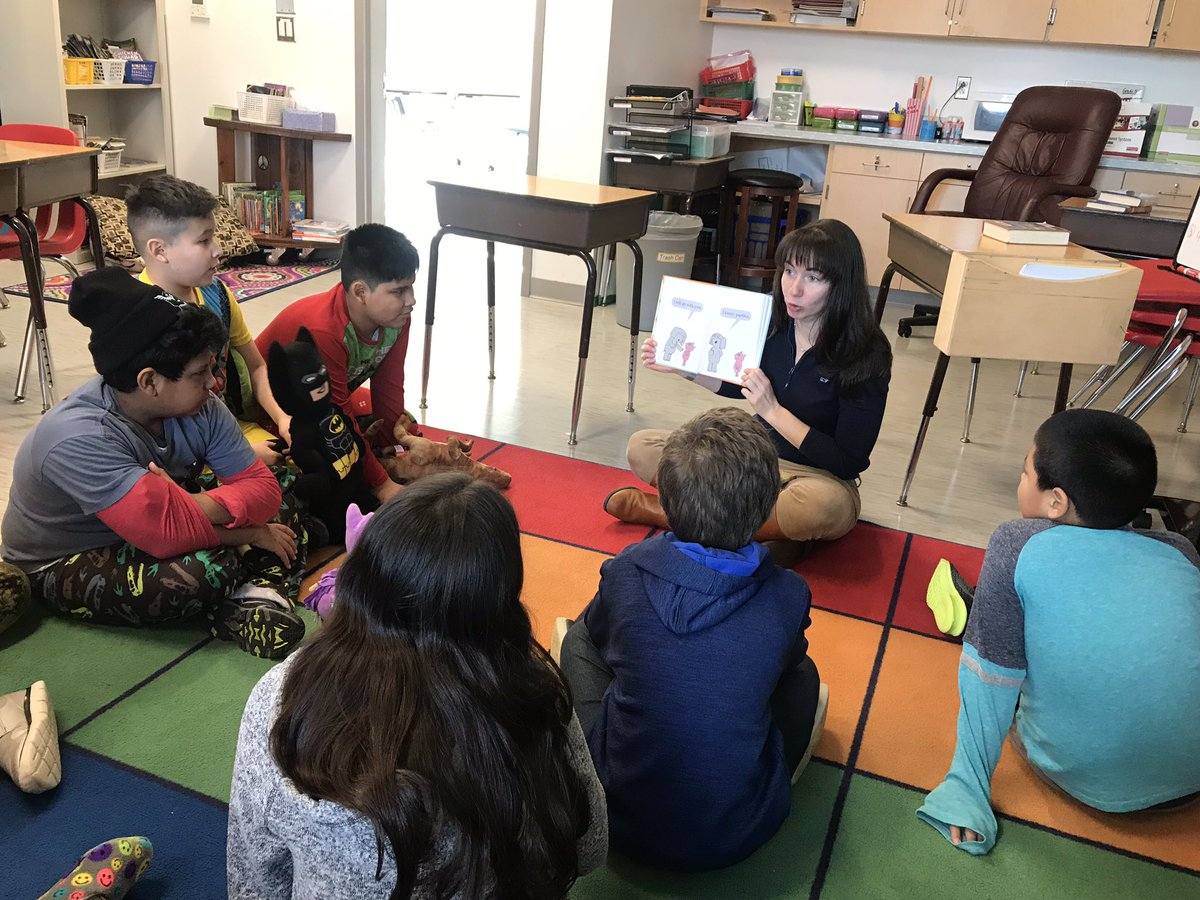 Thank you to  our mystery reader <a target='_blank' href='http://twitter.com/GirlGeekITC'>@GirlGeekITC</a>.  5th graders are never too old to hear <a target='_blank' href='http://twitter.com/MoWillems'>@MoWillems</a> <a target='_blank' href='http://search.twitter.com/search?q=elephantandpiggiebooks'><a target='_blank' href='https://twitter.com/hashtag/elephantandpiggiebooks?src=hash'>#elephantandpiggiebooks</a></a>! You were amazing! <a target='_blank' href='https://t.co/uUdBZznJDp'>https://t.co/uUdBZznJDp</a>