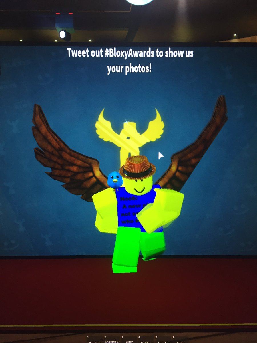 Gift Noob On Twitter Here At The Roblox Bloxy Awards Moenie06 Moenie061 Twitter