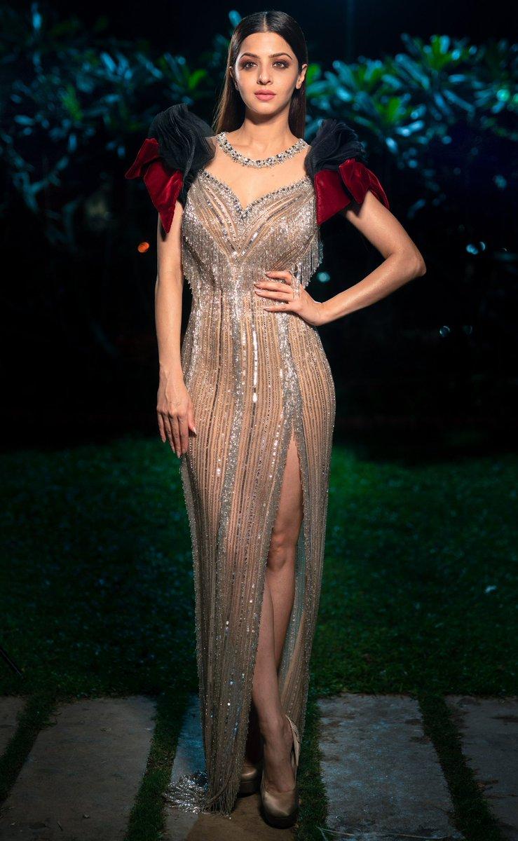 #FilmfareGlamourAndStyleAwards @filmfare wearing @labourjoisie #couture  styled by @kstewartstylist photography @Areesz #FilmfareGlamourAndStyleAwards2019<br>http://pic.twitter.com/ThVDM5tgxG