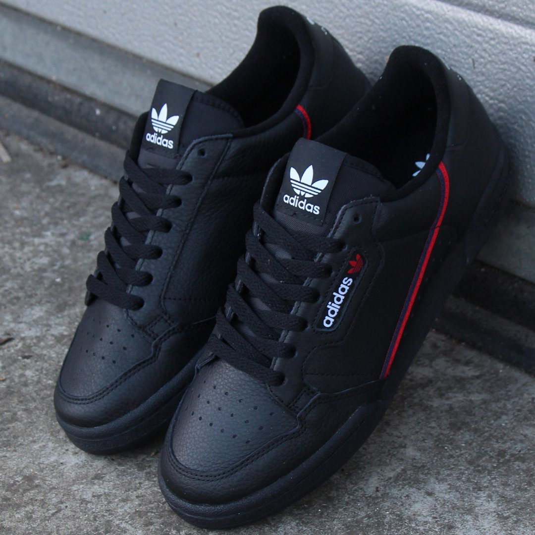 692073514420 Available on offer at £69.95 in sizes 6-13. A stunning shoe with the adidas  logo window. Shop via the link http   ow.ly 2oyR50li32f  adidaspic.twitter.com   ...