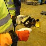 Image for the Tweet beginning: SataMari-hankkeen pilottikohteessa mittaamassa suuren teollisuushallin