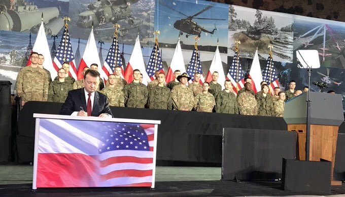 Minister @mblaszczak confirmed the conclusion of a contract for the supply of #HIMARS missile launchers for Polish Army at @1BLTr_Warszawa where 🇵🇱 - 🇺🇸 meeting is held with participation of Polish President @AndrzejDuda and US @VP @mike_pence & soldiers of both countries ✔️