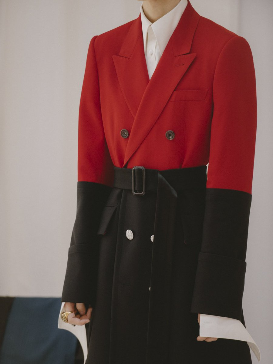A trompe l'oeil double-breasted jacket engineered in lust red wool silk and black wool. Explore: https://t.co/ZnIcZgSFx4 #McQueenMenSS19  #AlexanderMcQueen