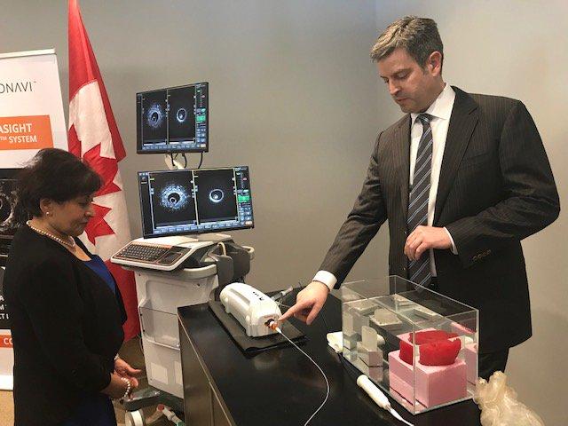 MP Ratansi views a demonstration of Conavi's innovative #cardiovascular imaging technology 🔬