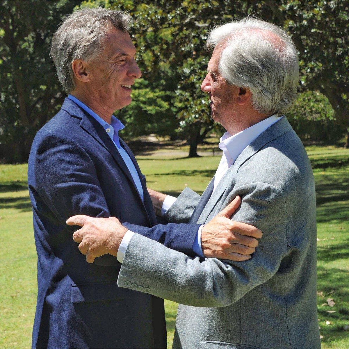 Hoy me reuní con el presidente de Uruguay, Tabaré Vázquez, para analizar la situación en Venezuela y coincidimos en la importancia de dinamizar el Mercosur para fomentar más oportunidades y acuerdos comerciales.