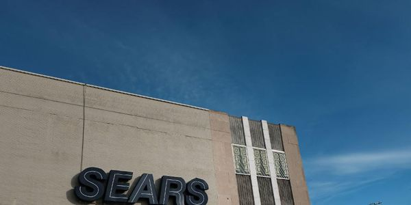 Why Sears Holdings Owner Eddie Lampert Needs Help -- Now  http:// twib.in/l/rMBeLynAyKeA  &nbsp;  <br>http://pic.twitter.com/YEQ2RKxMK1