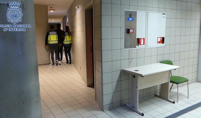La Policía ha detenido a los integrantes de un grupo criminal que actuaba en varias localidades #Madrid. Se dedicaban a realizar hurtos y estafas a #personasmayores en sus domicilios haciéndose pasar por operarios de empresas eléctricas. https://www.elmundo.es/madrid/2019/02/13/5c63ec9bfc6c836d418b4694.html…