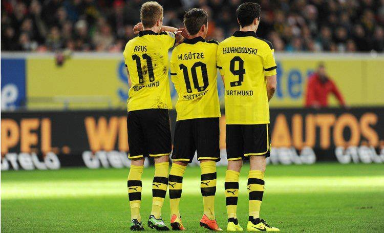 I miss @woodyinho @lewy_official and @MarioGoetze playing on the same team like I mean Götze and Reus do but I really want Lewandowski to come back and reunite with them again #BVB #BVB09 #BorussiaDortmund #BestTrio #ReusGötzeLewandowskiForever