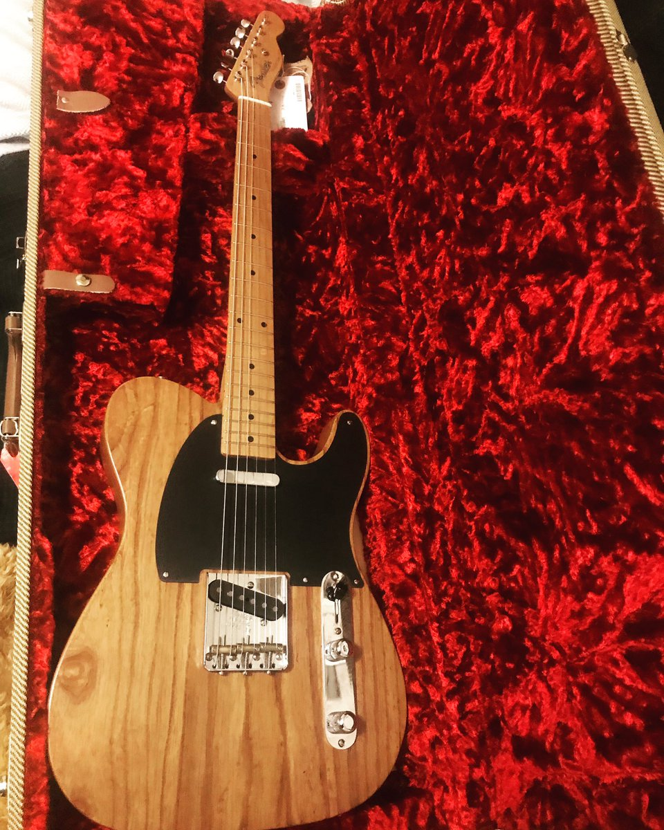 So the fiancée got me a pretty good valentines present... a @Fender limited edition American vintage 52 roasted Ash tele.  @FenderGBI