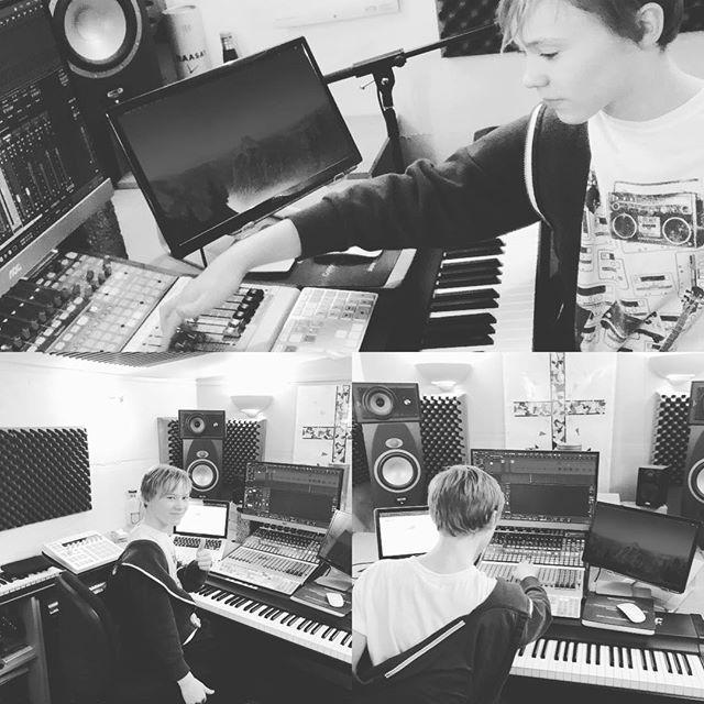 Training the next generation of mix engineers #mixengineer #composer #studio @presonus #nextgeneration #teacher http://bit.ly/2N3lB8S