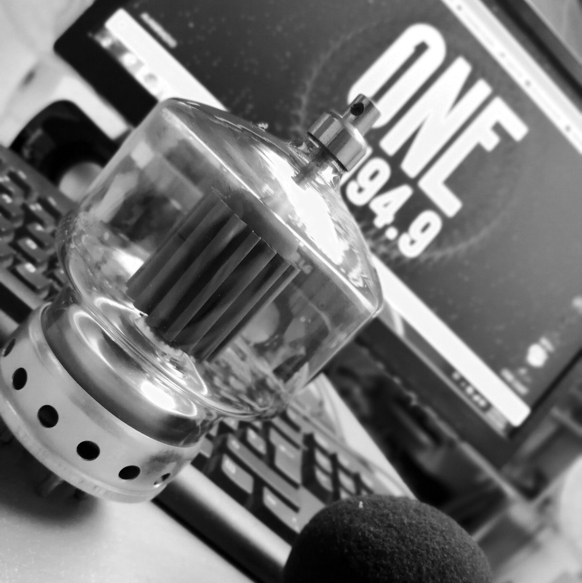 . Los invito a que escuchen la nueva programación de @ONE949FM, es un trabajo en equipo, espero sus comentarios.   En esta nueva temporada estrenamos: #ElWaffle #Cassette #Fuga #MoodONE #ONEMusicChart  Nos pueden escuchar a través de http://www.onefmveracruz.com   #DiaMundialdelaRadio