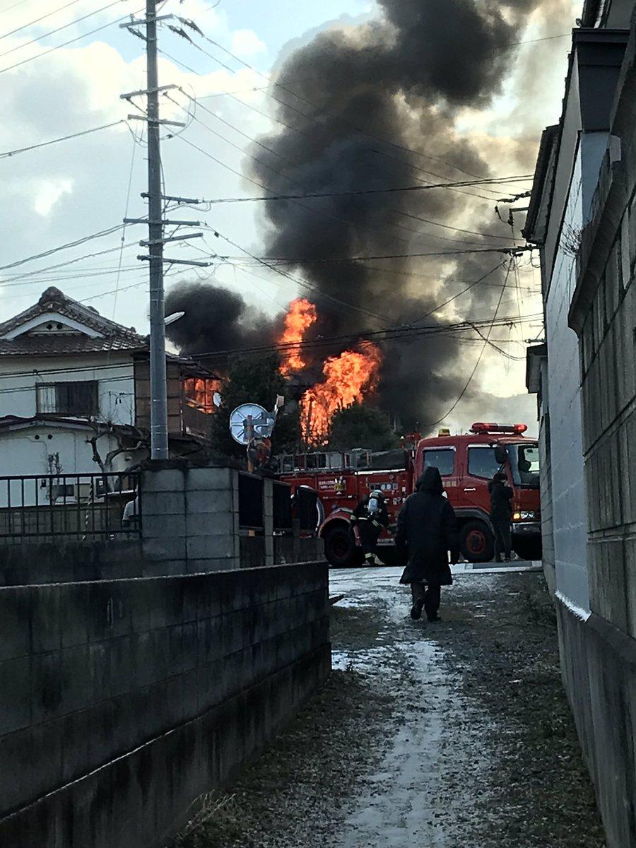 福島市太平寺字堰ノ上で住宅が燃える火事の現場画像