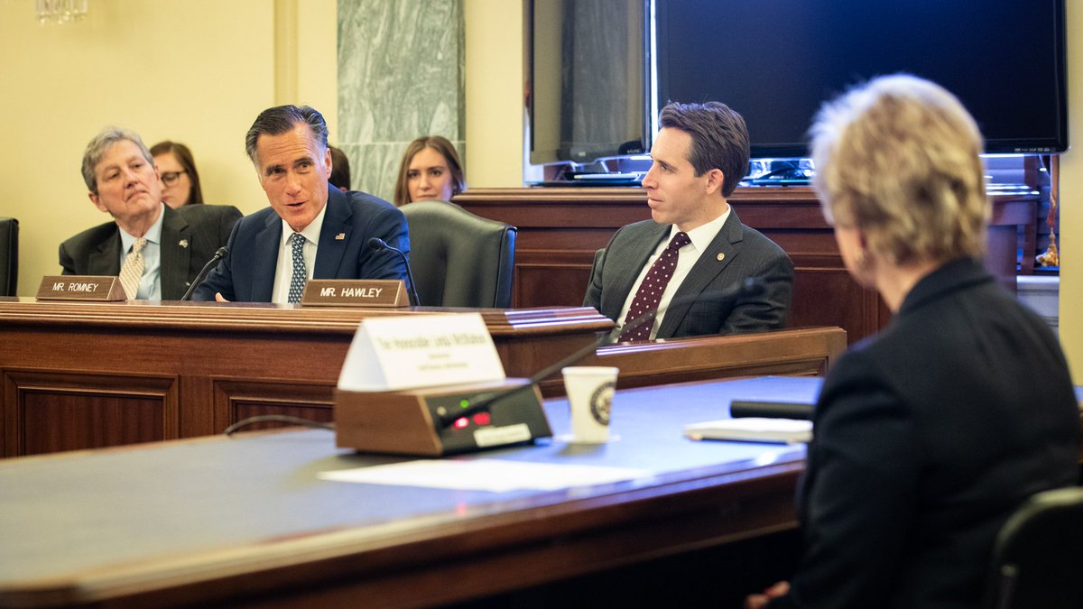 At our first @SmallBizCmte hearing today, I had the opportunity to thank @SBALinda for the work @SBAgov does to help Utah's small businesses, particularly those in the rural parts of our state. I look forward to working together to continue these efforts.