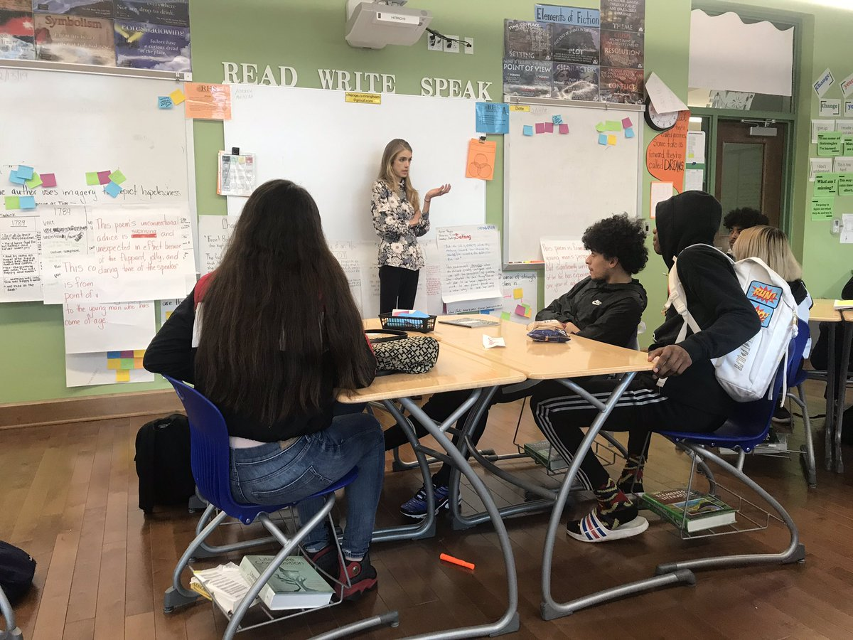 Journalist @SarahAziza1 visited Ms. Cunningham's AP English Literature class to speak about her work focusing on human rights, refugees, and women in the Middle East. Thanks to the @pulitzercenter for making the visit possible! #EverydayRooseveltDC