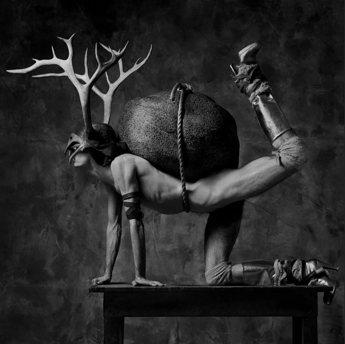 A Photographer Who Makes You Ask, 'What Has Happened Here?': Erwin Olaf's photos have the gloss of fashion shots and a haunting undercurrent that makes you long for more context. As he turns 60, three museums will present his work. Via @nytimes http://ht.ly/LeE530nGWBw