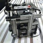 Image for the Tweet beginning: Le petit robot Lego progresse