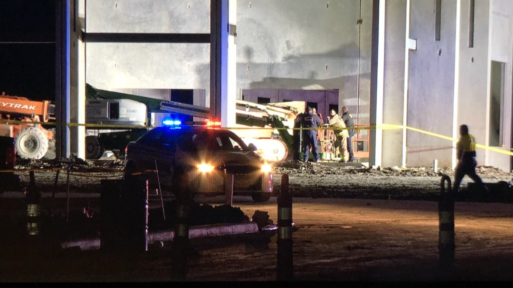 #BREAKING Construction worked killed after falling from the roof of a warehouse off Rankin Road in Noth Harris County. @HCSOTexas and the medical examiner at here at the scene. I'm working to learn more about what happened. #khou11