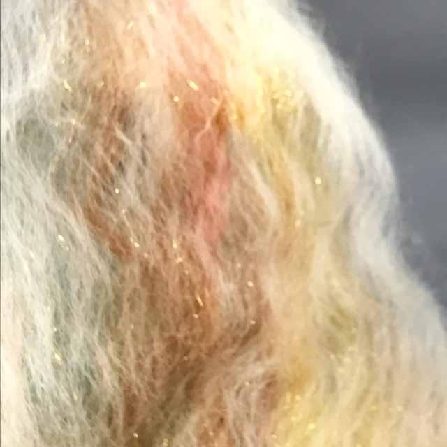 バッツ作り  この羊毛を紡ぐと糸になります。 今年の ぽわぽこ毛糸店のテーマの一つ  「大人の女」 シリーズ化しようと企み中  #手紡ぎ #毛糸 #羊毛 #染色