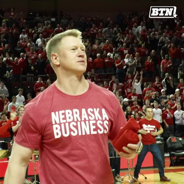 Coach Frost still getting in those reps. 😂 @HuskerFBNation