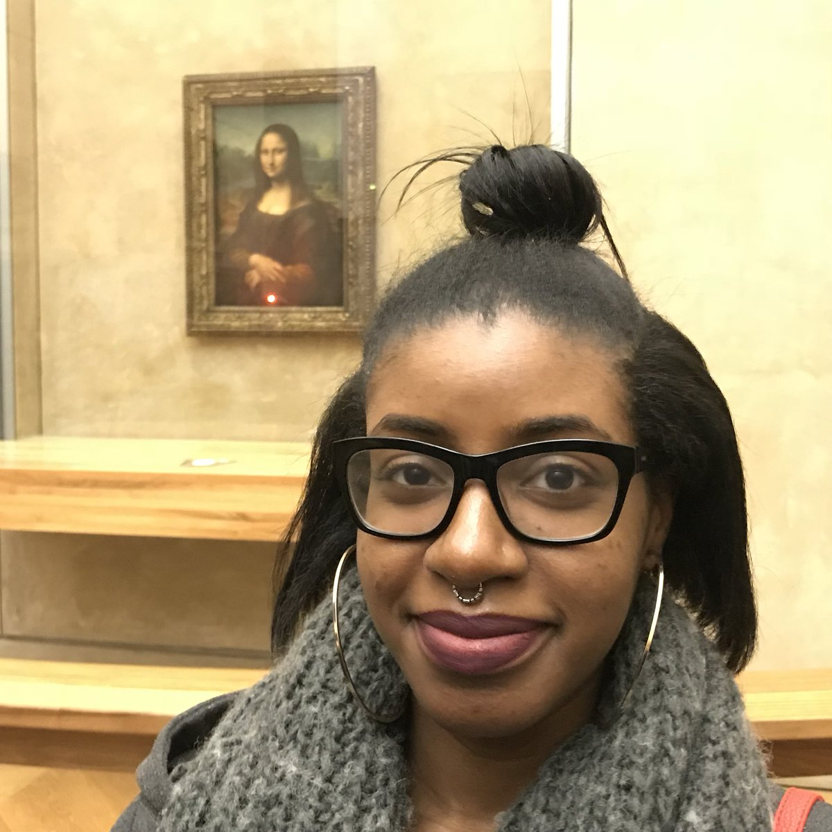This Thread Of Black Women Posing In Front Of The Mona Lisa Contains An Important Message About Beauty Standards