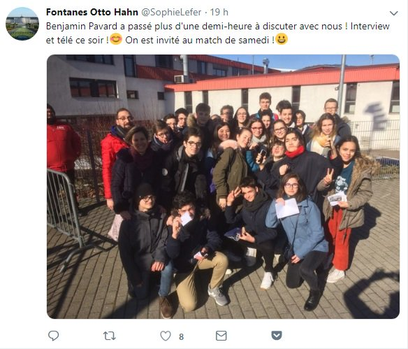 #Niort. Quand des élèves du Collège Fontanes, en voyage scolaire à Stutggart, rencontre le champion du monde de football Benjamin Pavard @BenPavard28. http://bit.ly/2BAfZ1o