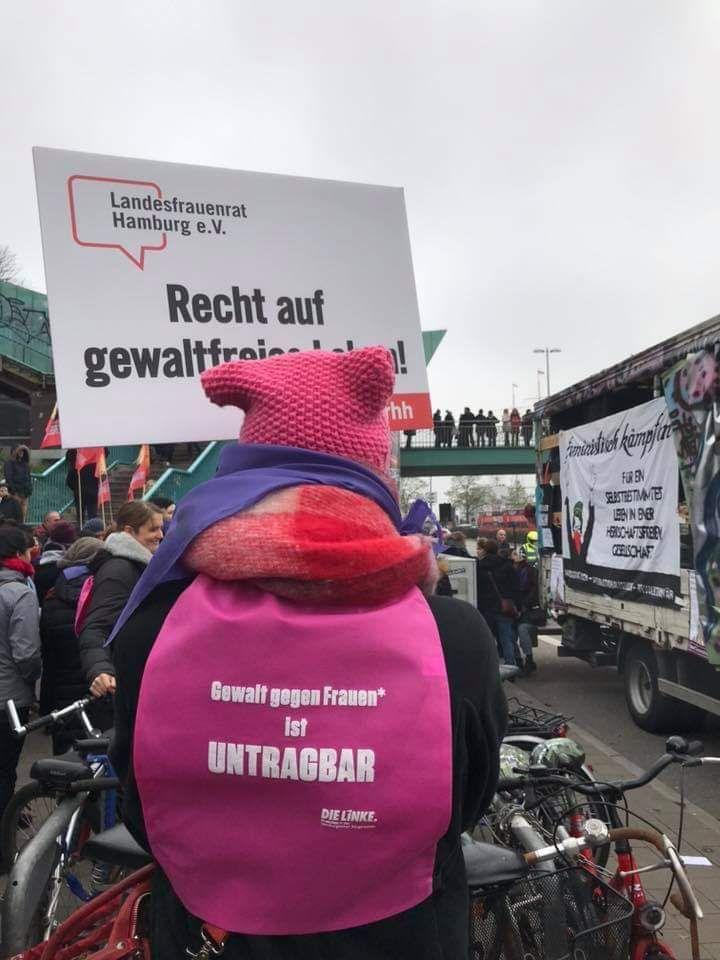 One Billion Rising - gemeinsam gegen Gewalt an Frauen und Mädchen! Heute, 16:30 h Hauptbahnhof (Demo), 17:15h Tanzflashmob am Mönckebergbrunnen http://www.onebillionrising-hamburg.de #OneBillionRising #Hamburg