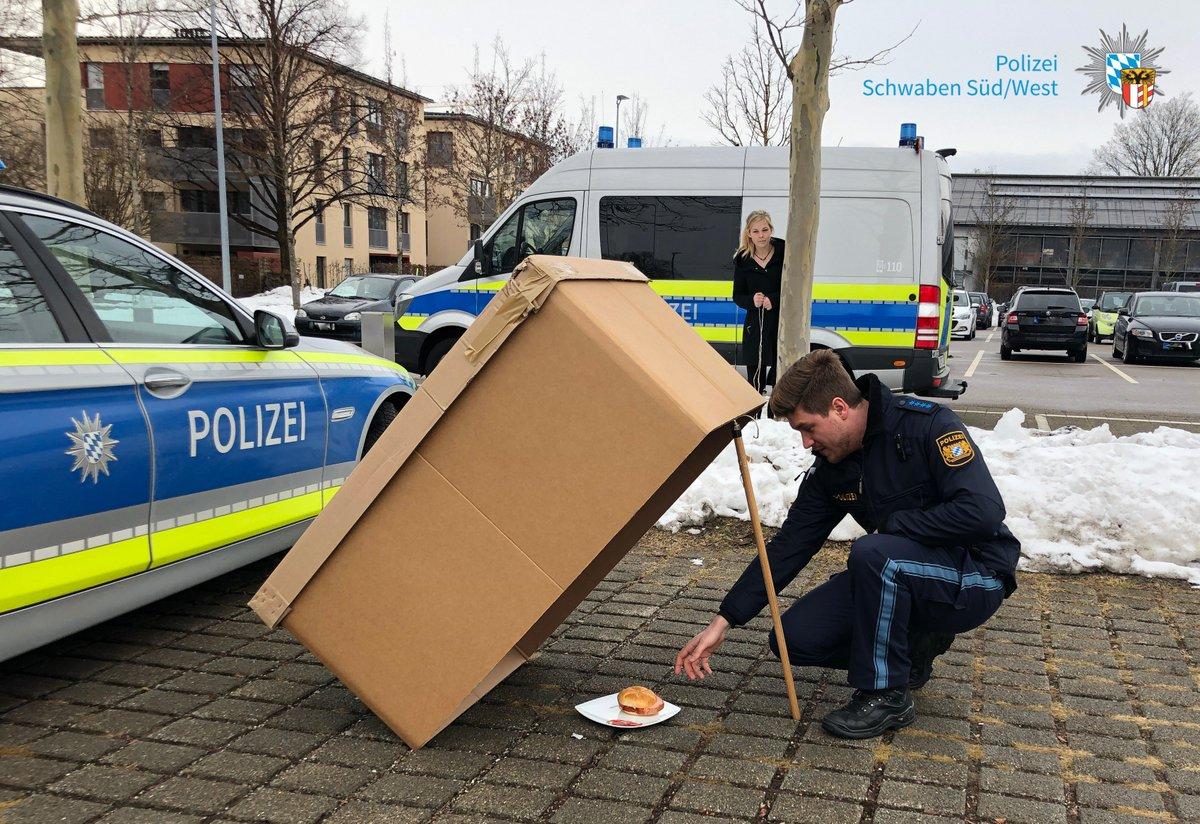 An alle Frauen, die für den #Valentinstag noch kein Date haben:   So angelt ihr euch einen Polizisten 😉