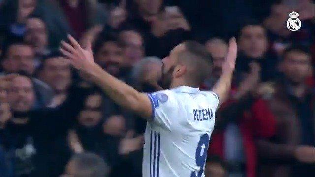 👊 ¡@Benzema ya ha jugado 450 partidos con el @RealMadrid! ⚽ 211 goles 🏆 17 títulos #HalaMadrid