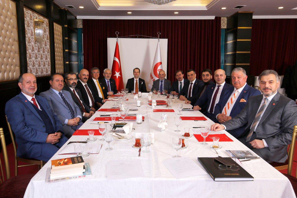 Yeniden Refah Partisi ilk MYK toplantımızı Genel Başkanımız Dr. Fatih Erbakan'ın başkanlığında yaptık. Rabbim hayırlı hizmetler yapmayı, partimizi ve Milli Görüşü iktidara taşıdığımız günleri görmeyi nasip etsin.