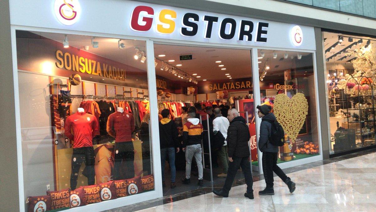 📸 Taraftarlarımız, Türkiye'nin dört bir yanında @GSstore mağazalarına akın ediyor. 💪 #YellowRedDay 💛❤️