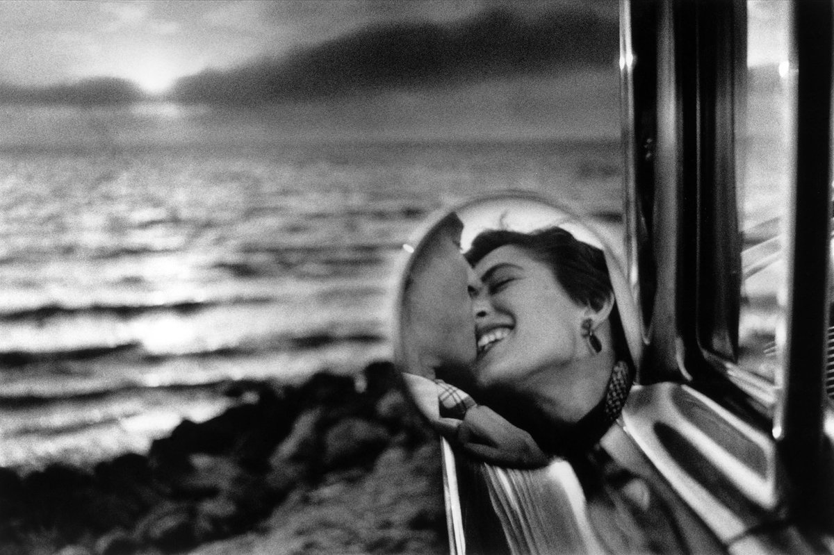 Elliott Erwitt, Berkeley, California, 1956.  💕 Happy #ValentinesDay from Aperture 💕 http://ss1.us/a/rLu5ltCb
