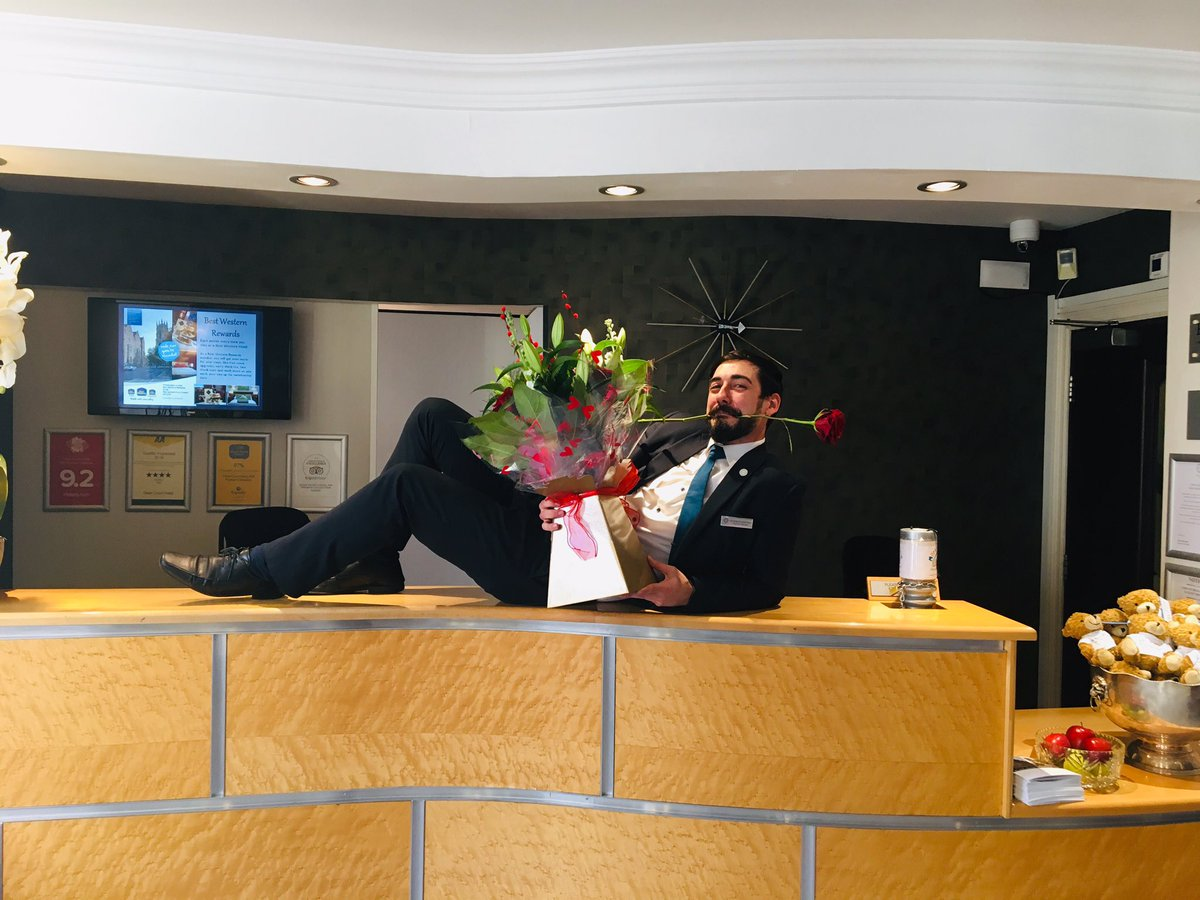 Happy Valentine's Day from all of us! How are you showing someone special that you love them today? Chocolates? Flowers?  A romantic dinner at the Dean Court Hotel? Let us know ♥️ #ValentineDay @DeanCourtYork https://t.co/h9FV1xA4zF