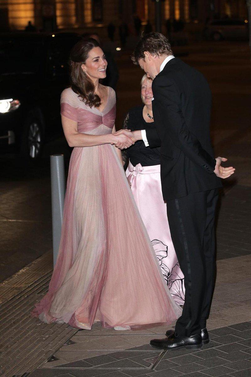 Kate Middleton continua a farci sognare... Questa volta in Gucci! Scoprite qui gli outfit più belli della Duchessa di Cambridge:  https://t.co/2Hy52ejzWQ