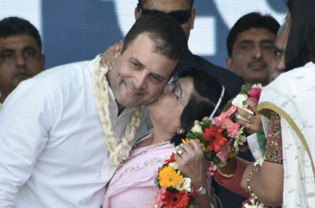 Congress cadre lady kisses Rahul Gandhi at Gujarat rally stage