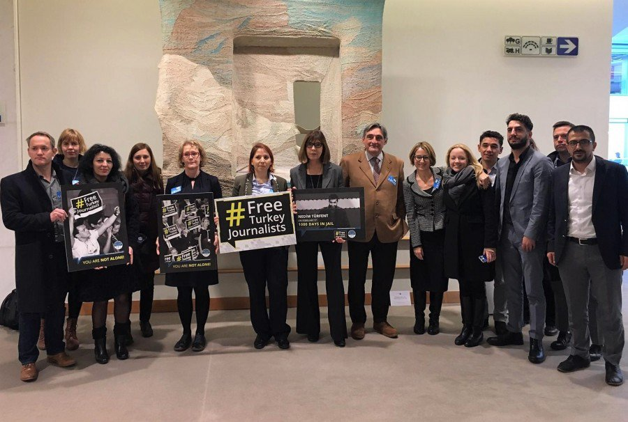 #Mediafreedom remains under attack in #Turkey, the world&#39;s biggest jailer of journalists. Read joint resolution on how domestic legal remedy is not working. Signed: 47 #MEPs and 14 orgs #Journalismisnotacrime  https:// bit.ly/2WYLP13  &nbsp;  <br>http://pic.twitter.com/6TgHjiclvw