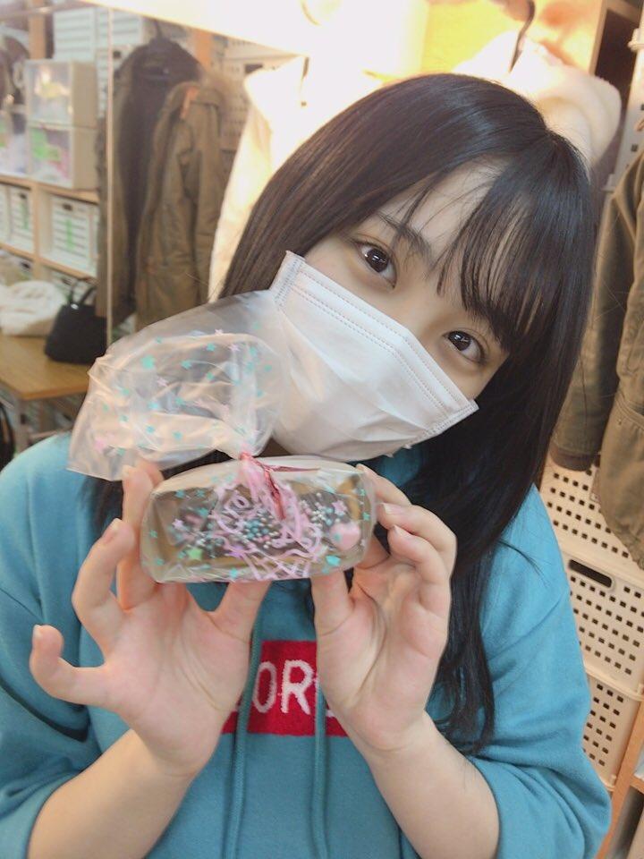 愛おしい大好きなみんなからチョコもらいました☺️ ユニット前に直前まで確認してたさとみなーー!  バレンタインデーのA公演は、 いかがでしたかー?🍫  #AKB48 #田口愛佳 #鈴木くるみ #西川怜 #佐藤美波
