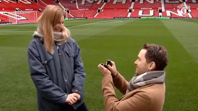 💍 Popping the question pitchside at Old Trafford and a special message from Ole…  What a day for Norwegian #MUFC fans Andreas and Ingrid! ❤ #ValentinesDay
