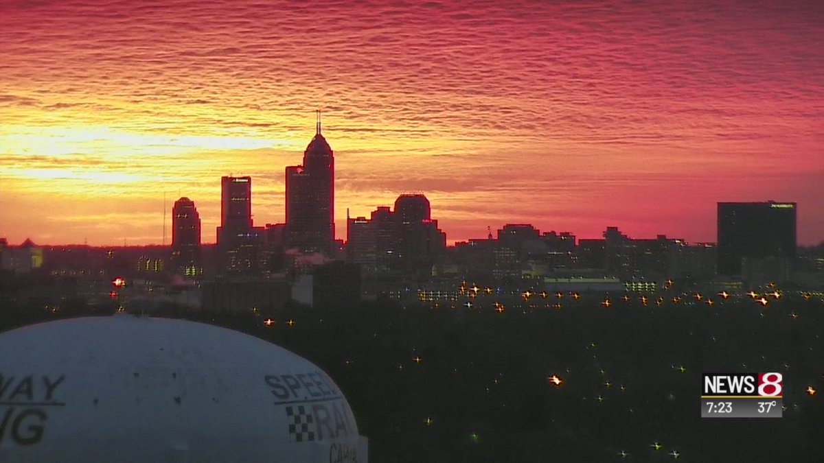 #Indy =  Warming hearts and the air on #ValentinesDay Love bringing you views like these on @WISH_TV #Daybreak8 <br>http://pic.twitter.com/vJDTgBBYaZ