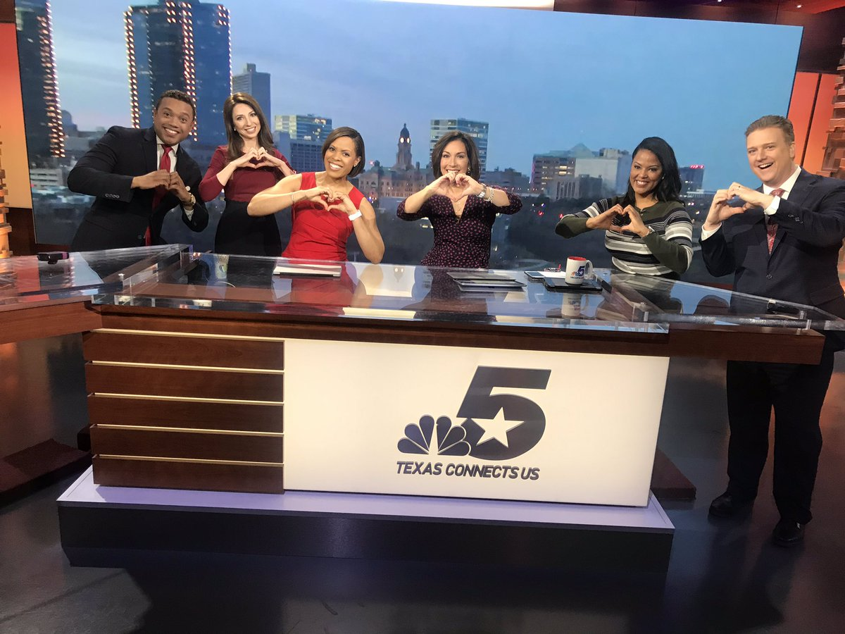 Roses are red, Violets are blue, happy to be sharing smiles and love with the @NBCDFW morning crew....what about you? 💝 🌹 @EvanNBC5 @SDaviesNBC5 @LauraHarrisNBC5 @DeborahNBC5 @GrantJNBC5